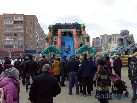 Масленица в Орехово-Зуево 13 марта 2016. Аттракцион горка