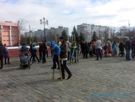 Масленица в Орехово-Зуево 13 марта 2016. Аттракцион ходули