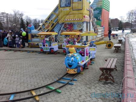 Масленица в Орехово-Зуево 13 марта 2016. Аттракцион паровозик