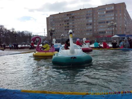 Масленица в Орехово-Зуево 13 марта 2016. Аттракцион утки